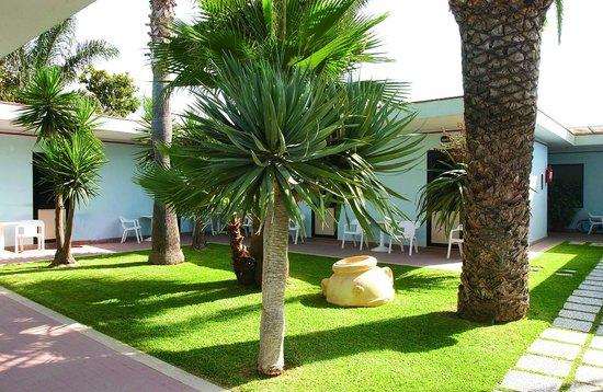 Hotel Village Marina: giardini