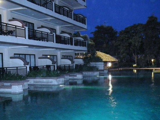 Krabi La Playa Resort: SWIM UP POOLS