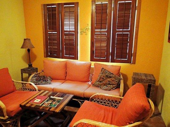 Caye Casa : Casita (broken shutters and worn/dated furniture)