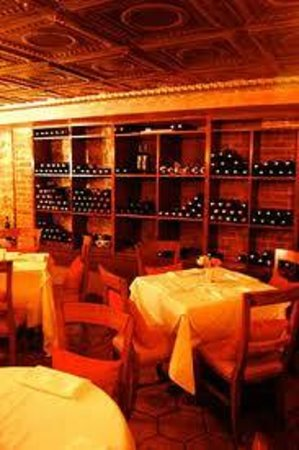 Il Tesoro: Wine cellar private dining room