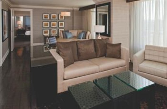 Hyatt Regency Wichita: Meadowlark Suite - Modern