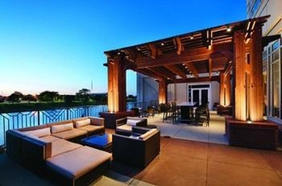 Hyatt Regency Wichita: Terrace Lounge - Scenic view