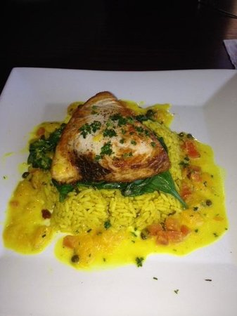 Delia's Mediterranean Grill & Brick Oven Pizza: Grilled swordfish fish on spinach and rice