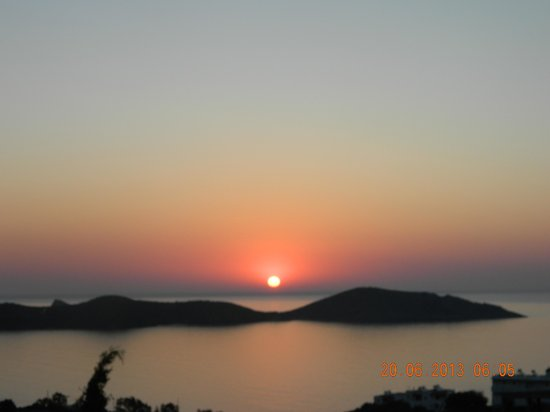 Elounda Vista Villas: Sunrise from the balcony!