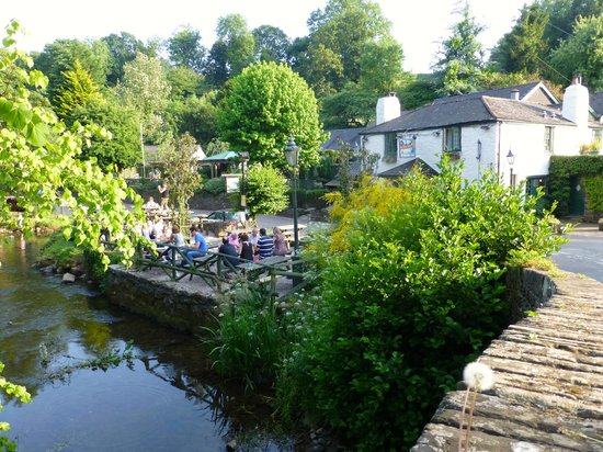 Waterman's Arms: Eat by the river when the sun is shining