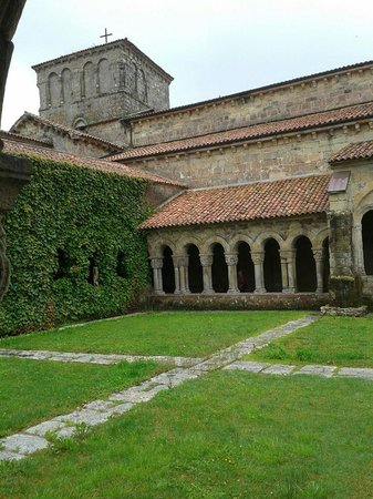 Parador de Santillana del Mar : Cloisters at Colegiate