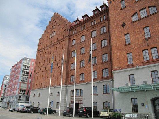 Elite Hotel Marina Tower: Hotel von vorne mit Eingang