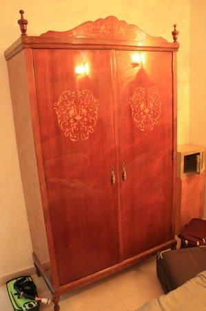Hotel Gaya: Гардероб в номере