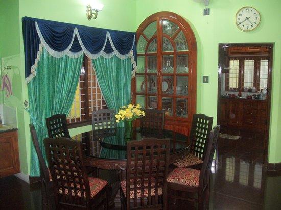 Nature Inn Airport Luxury Homestay - Chirangara: NATURE INN DINING AREA