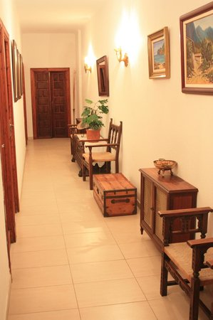 Hotel Gaya: Коридор на 1 этаже