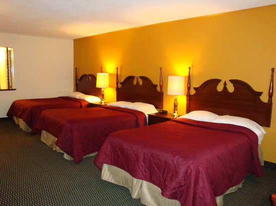 Americas Best Value Inn Ronks: 3 beds