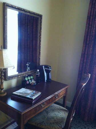 The Blennerhassett Hotel: Desk area