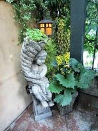 Cafe Brio: Statuary on patio