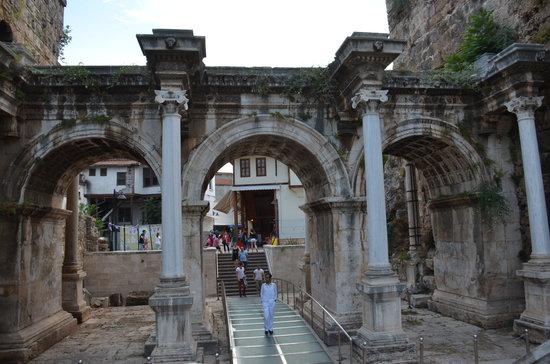 Hadrian Kapısı - Picture of Hadrians Gate, Antalya ...