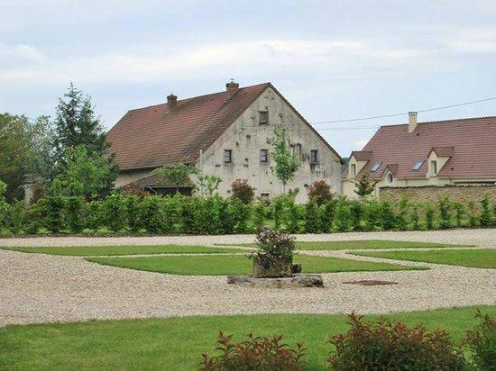Le Manoir Equivocal : The courtyard