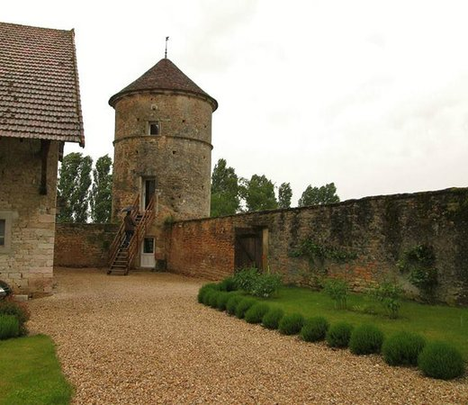 Le Manoir Equivocal : The Dovecote is the tower