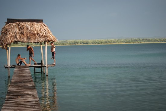 Hotel Mon Ami: devant l hotel . lac peten itza