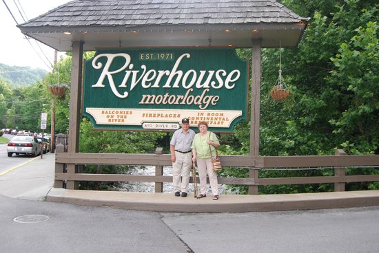 Riverhouse Motels: Sign