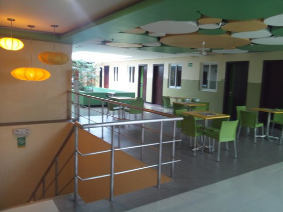 Go Hotels Tacloban: ホテル内1