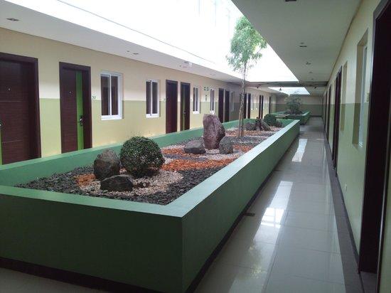 Go Hotels Tacloban: ホテル内2