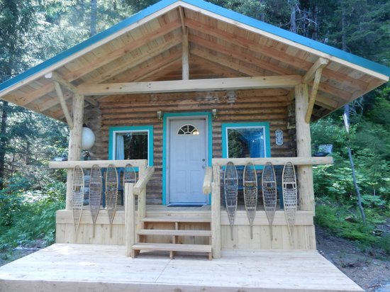 Allens Alaska Adventures: Exterior of Joe Allen's cabin - very quiet in the woods