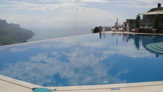 "Belmond Hotel Caruso: Piscinas ""nas nuvens"