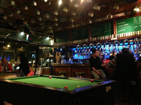 La Tireuse: Pool table
