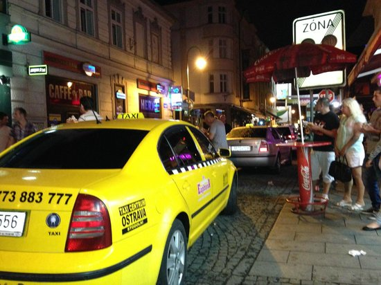 Stodolni Street : a mix of revellers and a queue of taxis