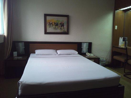 Rothman Hotel: ベッド