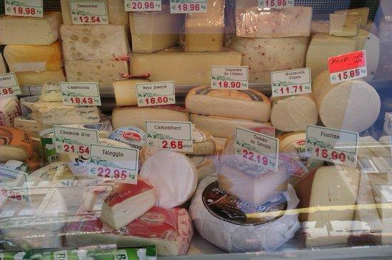 Petite-Chapelle, Belgique : Market - cheese