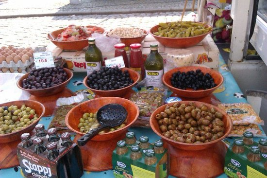 Petite-Chapelle, Belgique : Market - olives