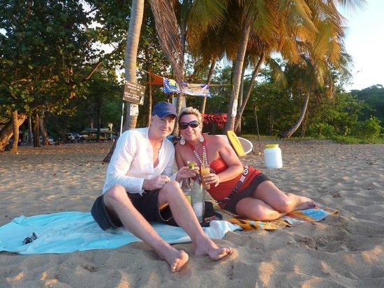 apéro plage de grande anse servi par le koté lagon