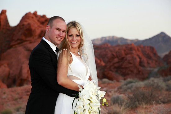 Scenic Las Vegas Weddings Chapel Wedding At Valley Of Fire State Park