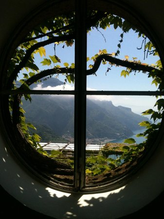 Hotel Palumbo Palazzo Confalone: Most windows have this view. Incredible!