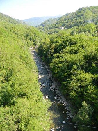 Ponte Sospeso di San Marcello Pistoiese: vista sul fiume