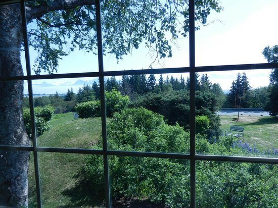 Hoedel's Homestead Cottage: Here is the view from the living room - you can see the bay and mountains