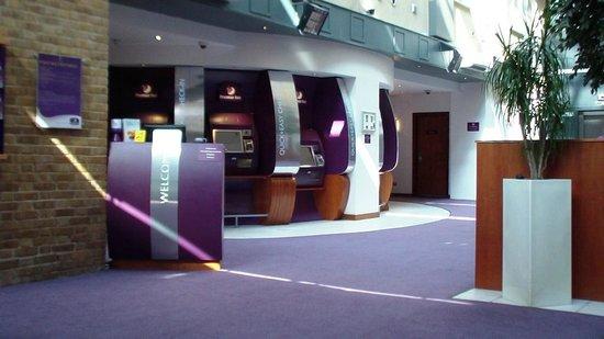 Premier Inn London Kings Cross Hotel: la lobby