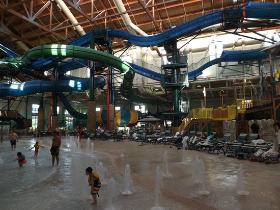 Wave Pool Rainbow Lake Picture Of Great Wolf Lodge