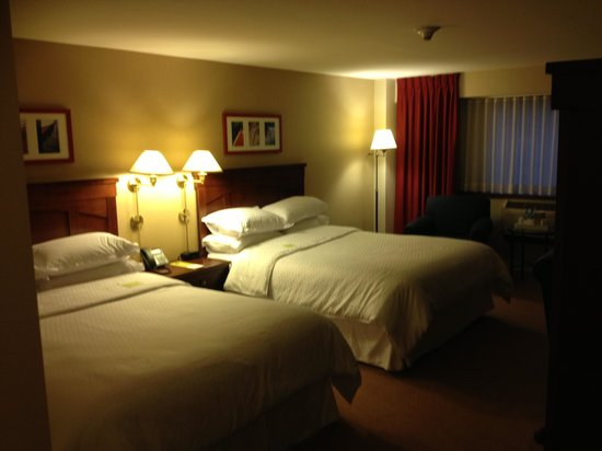 The Four Points by Sheraton Norwood Hotel & Conference Center: Beds