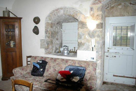 Il Castello del Poggiarello di Stigliano: la grande camera che avevamo con arredamento rustico