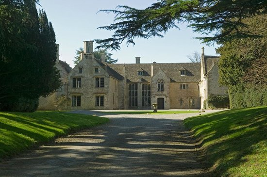 Chavenage House: Elizabethan front of house