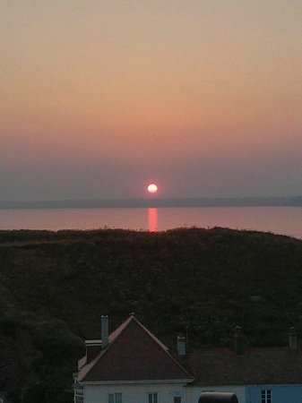 The Cottage Hotel: Sunset