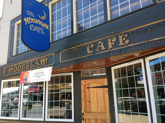 The Moonbeam Cafe: Cute place owned by a cute couple