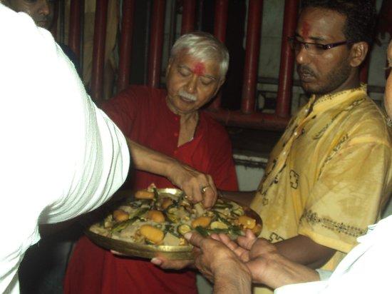 Maa Tara Temple: Prasad distribution