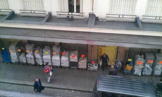 Hotel Bellevue Paris Montmartre: vue de la chambre