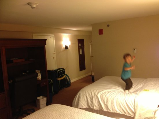 The Four Points by Sheraton Norwood Hotel & Conference Center: Good beds for jumping