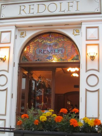 Redolfi : Colourful front glasswork.