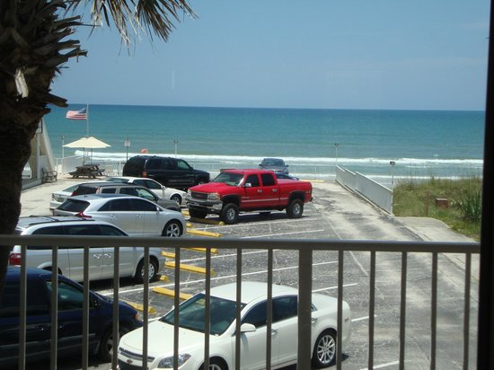 Royal Holiday Beach Motel: The view from our room