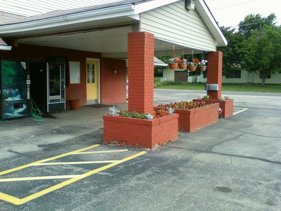 Days Inn Farmer City: Welcoming entrance well kept up