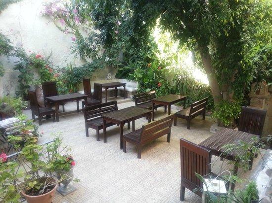 Hotel Splanzia: Giardino interno